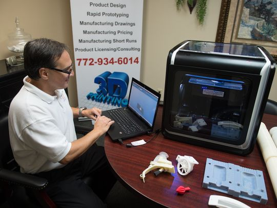 3d printing expert working with the portable 3d printer